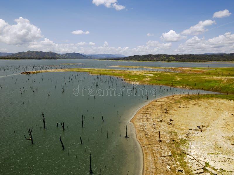 Vista aérea do lago Gatun, canal do Panamá imagens de stock royalty free