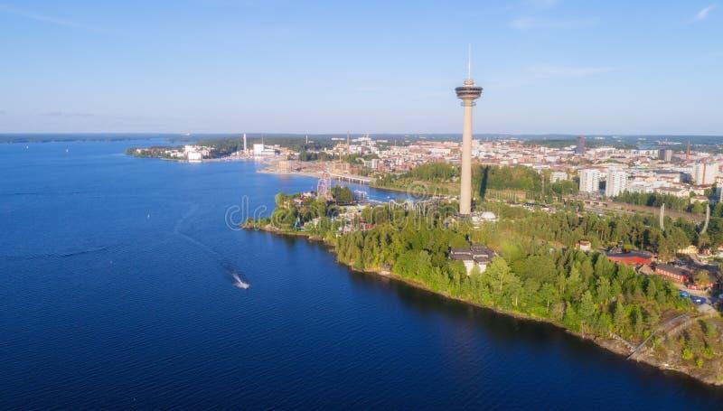 Vista aérea do lago Torre e parque de diversões de observação na costa imagens de stock