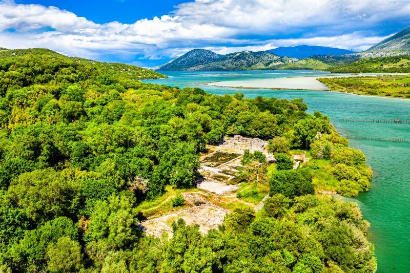 Vista aérea do local arqueológico de Butrint em Albânia imagens de stock royalty free
