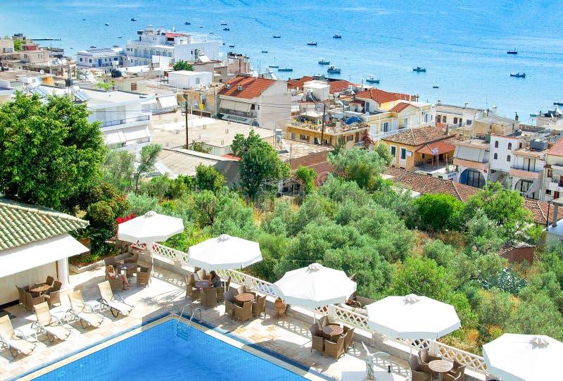 Vista aérea do mar e da cidade de Tolo Greece fotografia de stock