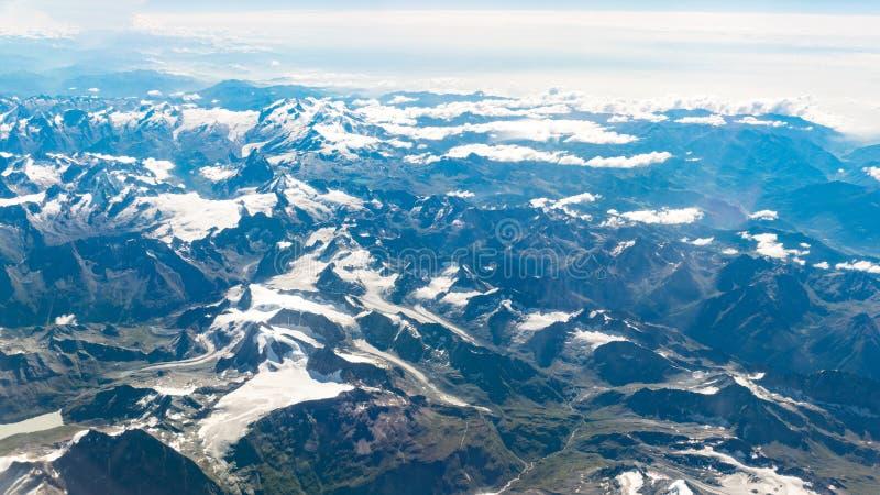Vista aérea do Matterhorn Zermatt, hotéis suíços em Zermatt, Switzerland de Switzerland Inverno imagem de stock royalty free