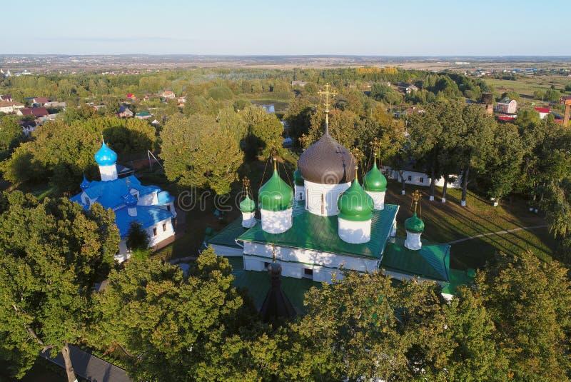 Vista aérea do monastério das mulheres de Feodorovsky na cidade de Pereslavl-Zalessky, Rússia fotos de stock royalty free