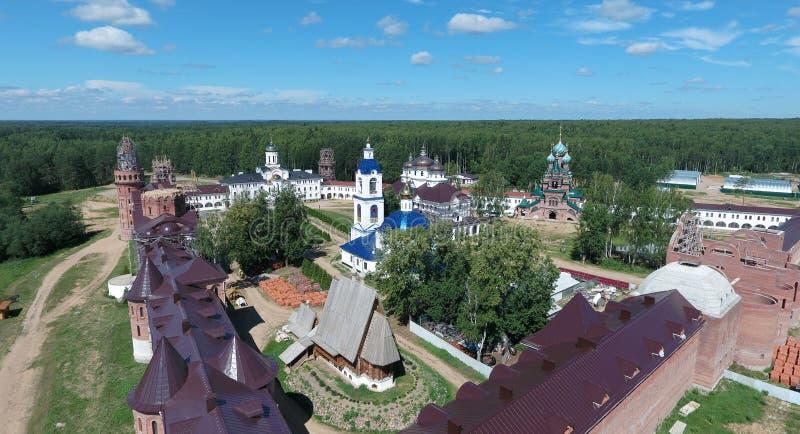 Vista aérea do monastério das mulheres de Nikolas de Saint em Solba, Yaroslavl fotografia de stock