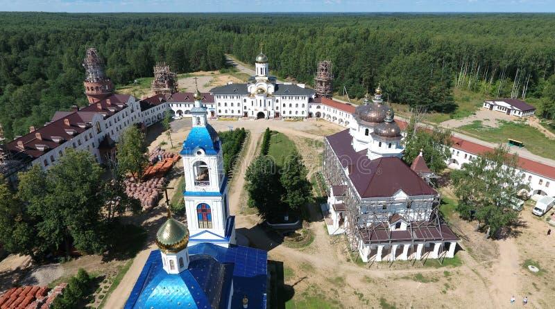 Vista aérea do monastério das mulheres de Nikolas de Saint em Solba, Yaroslavl imagens de stock