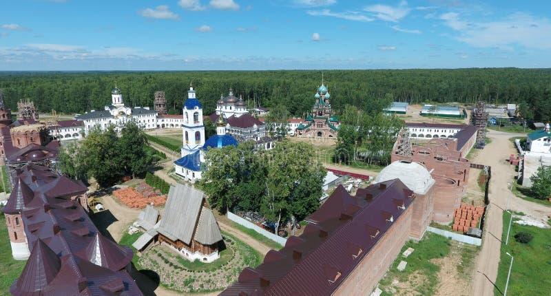 Vista aérea do monastério das mulheres de Nikolas de Saint no rio de Solba fotografia de stock royalty free