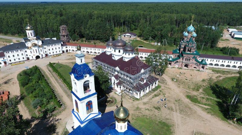 Vista aérea do monastério das mulheres de Nikolas de Saint no rio de Solba imagens de stock royalty free