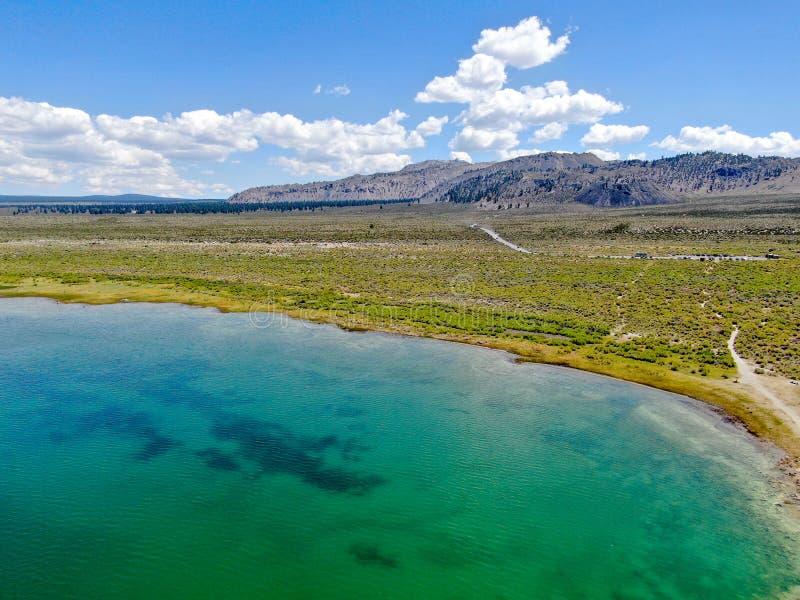 Vista aérea do mono lago imagens de stock royalty free
