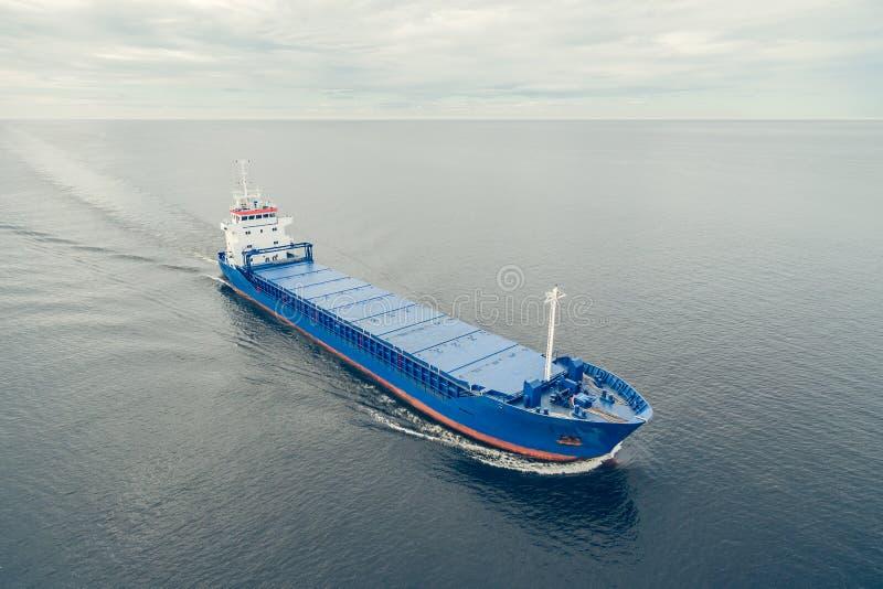 Vista aérea do navio de carga geral fotos de stock royalty free