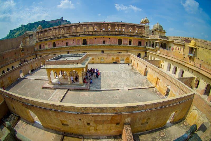 A vista aérea do palácio de Amber Fort, é a atração turística principal na área de Jaipur, perto de Jaipur em Rajasthan na Índia fotografia de stock royalty free