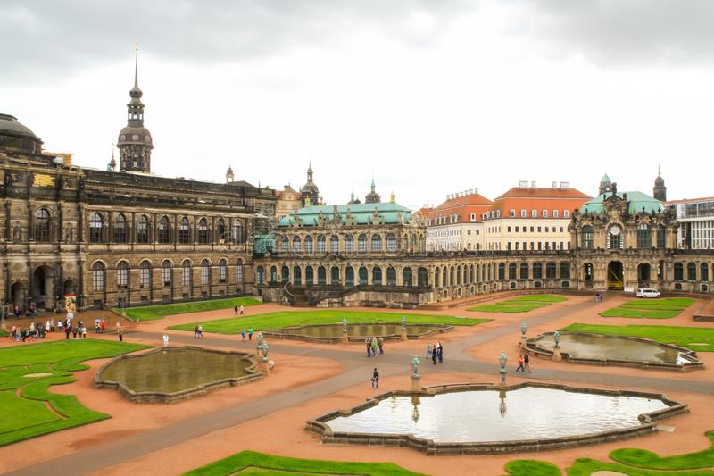 vista aérea do palácio do zwinger na cidade alemão de Dresden imagem de stock royalty free