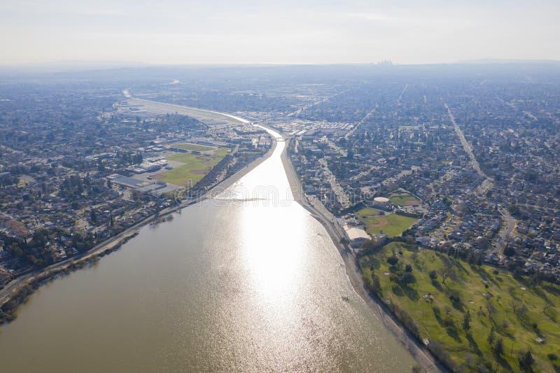 Vista aérea do parque bonito da estrada da beijoca foto de stock