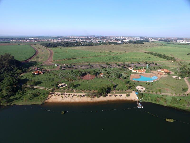 Vista aérea do parque ecológico na cidade de Sertaozinho, Sao Paulo, Brasil imagem de stock