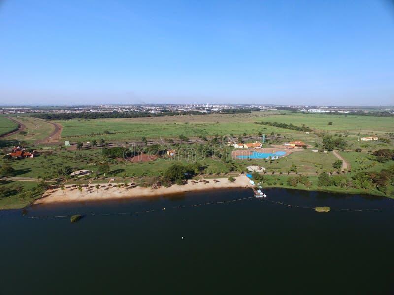 Vista aérea do parque ecológico na cidade de Sertaozinho, Sao Paulo, Brasil imagens de stock