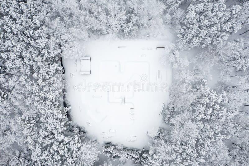 Vista aérea do parque do patim Cenário do inverno de cima de Foto da paisagem capturada com zangão fotografia de stock