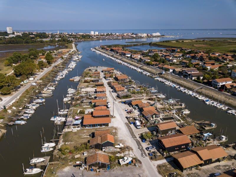 Vista aérea do porto da ostra do La Teste, Bassin d 'Arcachon, França foto de stock royalty free