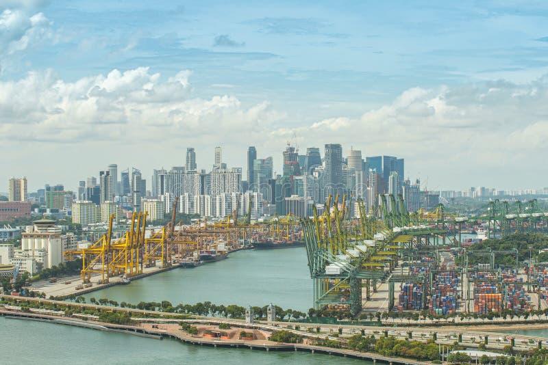 Vista aérea do porto de transporte de Singapura com negócio central Dis imagem de stock royalty free