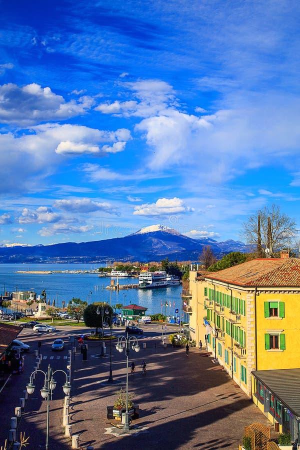 Vista aérea do porto em Peschiera Del Garda fotos de stock