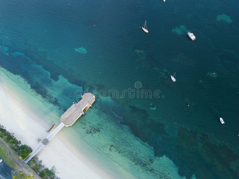 Vista aérea do porto Stephens do molhe da baía do banco de areia fotos de stock