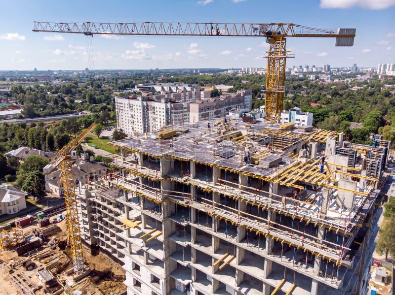 Vista aérea do prédio de apartamentos sob a construção fotos de stock royalty free