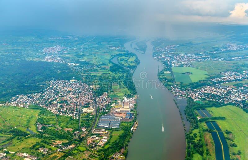 Vista aérea do Rhine River perto de Mainz em Alemanha imagens de stock