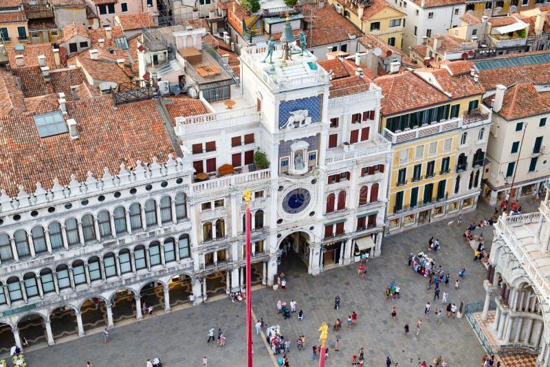 A vista aérea do St marca o quadrado com a torre de pulso de disparo em Veneza imagens de stock royalty free
