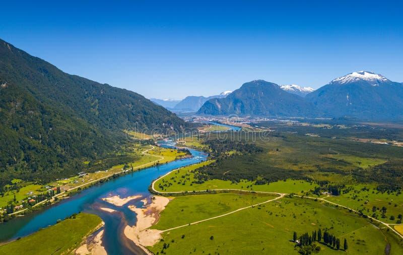 Vista aérea do vale verde imagem de stock