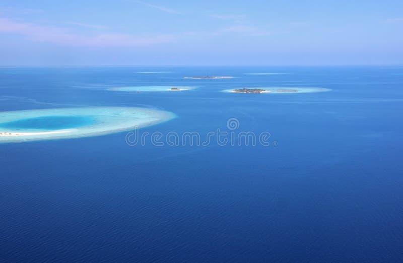 Vista aérea dos atóis em Maldivas fotografia de stock royalty free