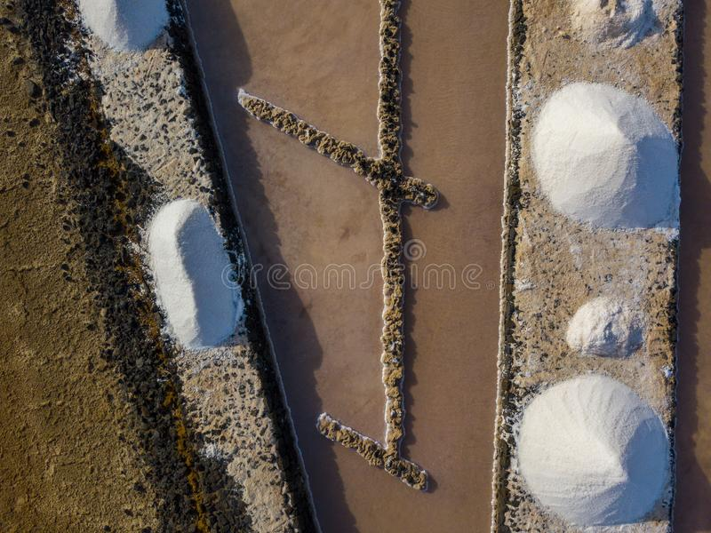 Vista aérea dos planos de sal de Janubio, Lanzarote, Ilhas Canárias, Espanha imagem de stock royalty free