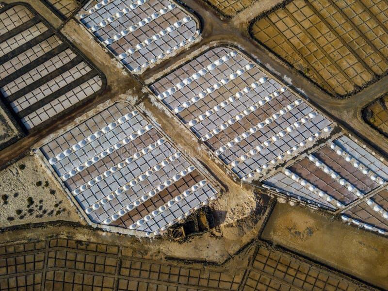 Vista aérea dos planos de sal de Janubio, Lanzarote, Ilhas Canárias, Espanha fotografia de stock