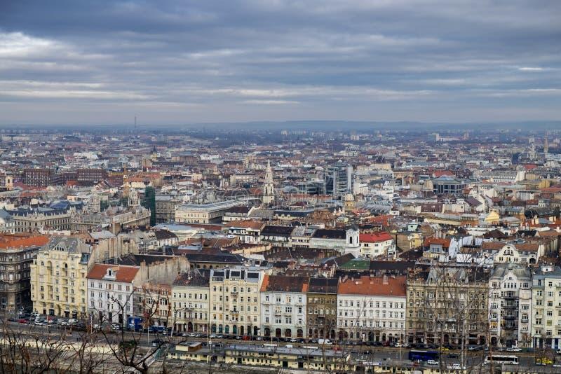 Vista aérea em telhados de Budapest no dia frio fotos de stock royalty free