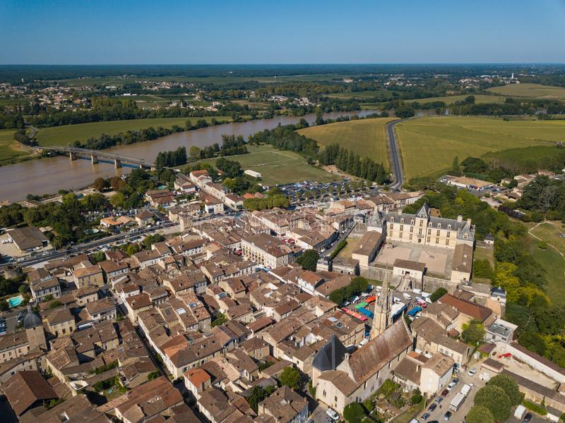 Vista aérea, França, o castelo do renascimento, Cadillac em Gironda imagens de stock