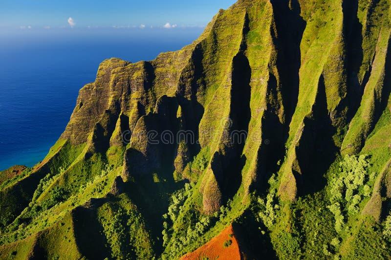 Vista aérea hermosa de la costa del Na Pali foto de archivo libre de regalías