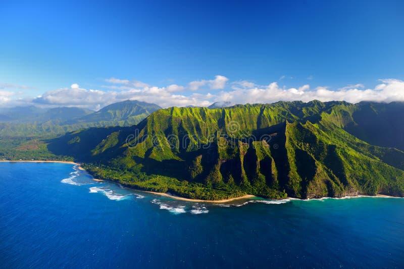 Vista aérea hermosa de la costa espectacular del Na Pali imagen de archivo libre de regalías
