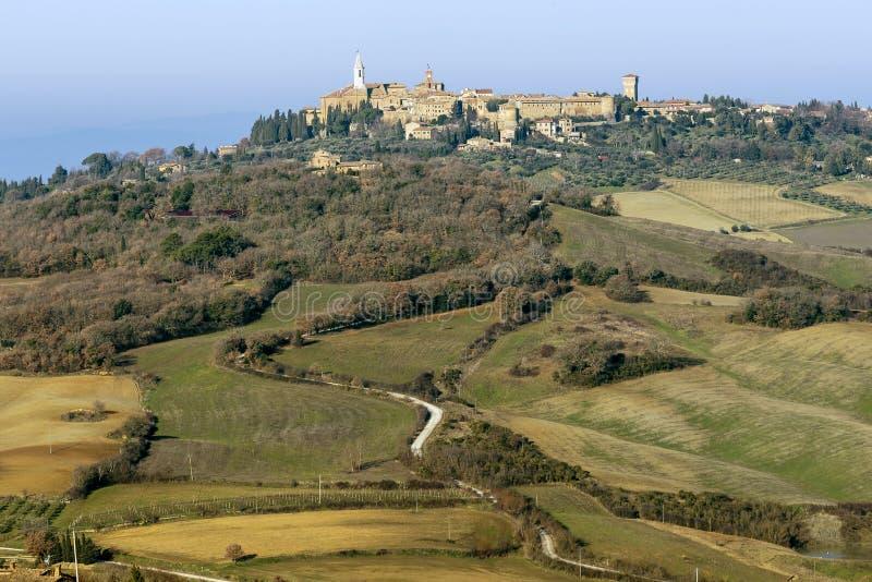 Vista aérea hermosa de Pienza y de los alrededores, Siena, Toscana, Italia imagen de archivo