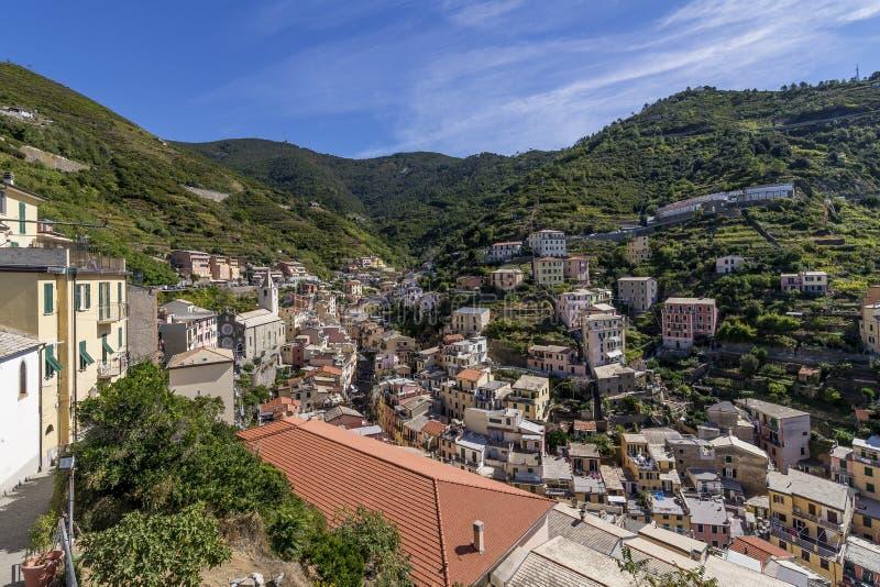 Vista aérea hermosa de Riomaggiore del castillo, Cinque Terre Park, Liguria, Italia imágenes de archivo libres de regalías