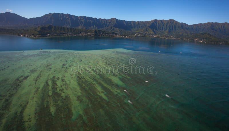 Vista aérea hermosa del banco de arena Oahu, Hawaii de la bahía de Kaneohe foto de archivo libre de regalías