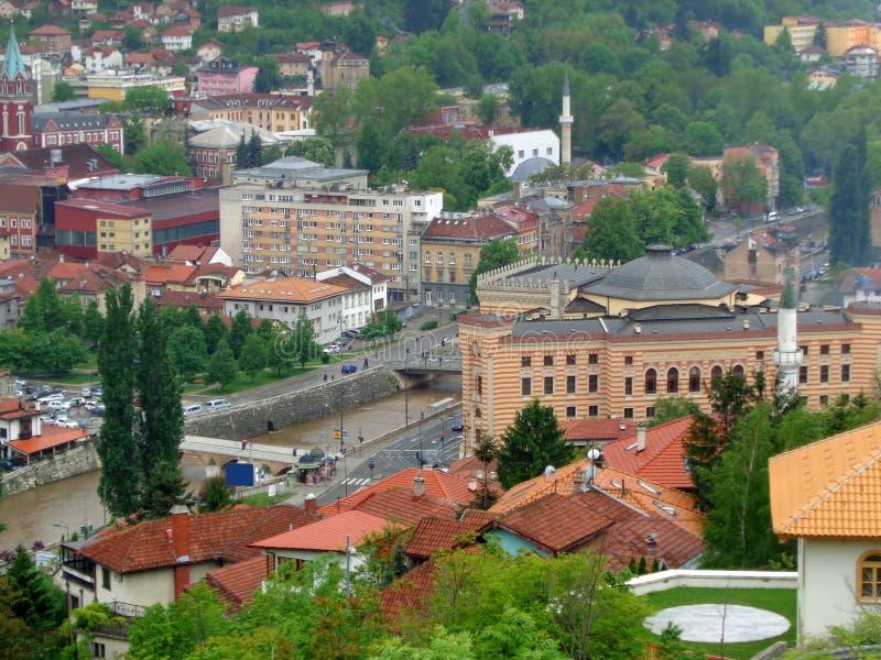 Vista aérea impresionante de Sarajevo de la fortaleza amarilla o de la fortaleza de Jekovac en Sarajevo, Bosnia y Herzegovina fotos de archivo
