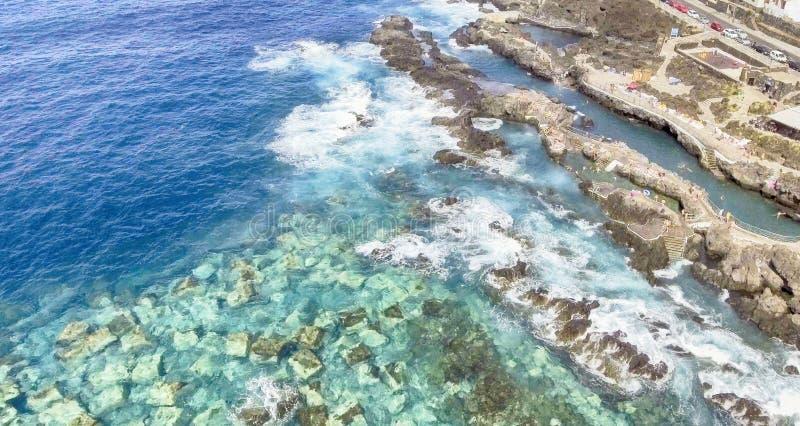 Vista aérea maravillosa de las piscinas de Garachico - Tenerife, Isla amarillo imagen de archivo
