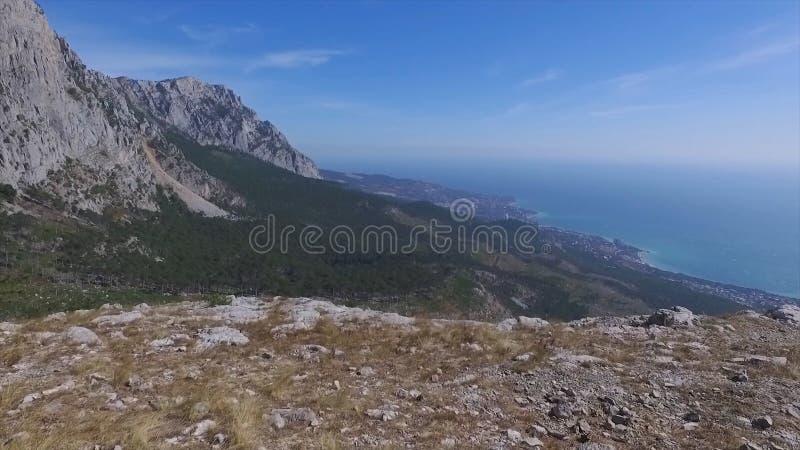 Vista aérea na paisagem da montanha com fundo do por do sol, em algum lugar no Estados Unidos tiro foto de stock