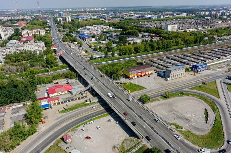 Vista aérea na rua de Permyakova Tyumen Rússia foto de stock
