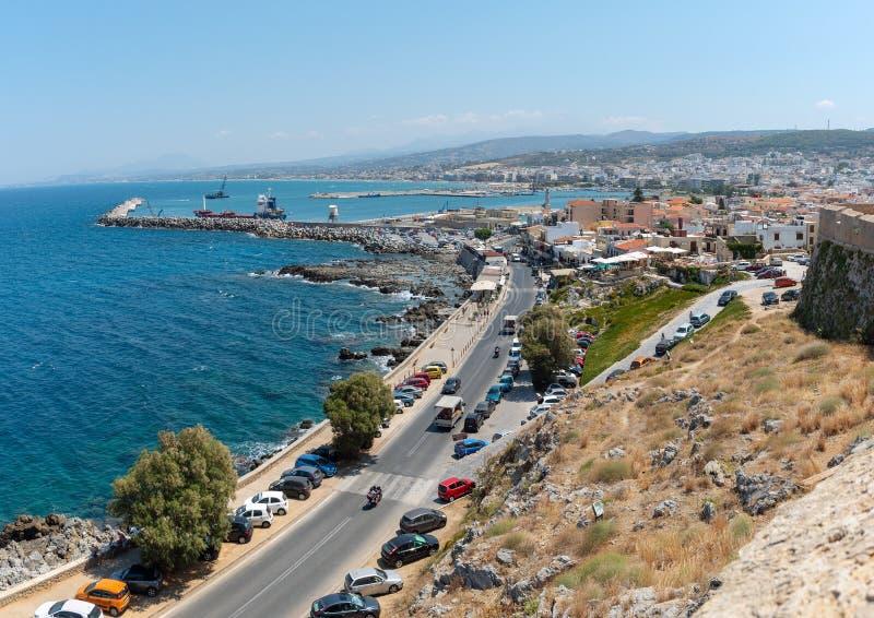 Vista aérea no litoral da cidade de Rethymno, ilha da Creta, Grécia fotografia de stock