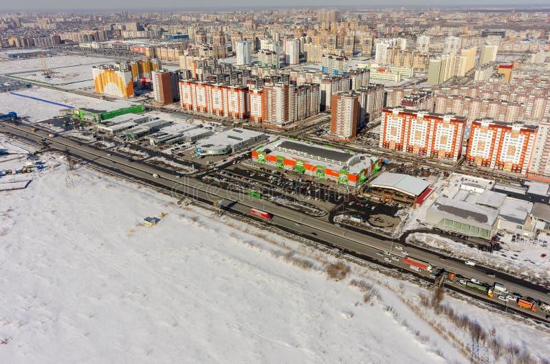 Vista aérea no mercado e nas casas Tyumen Rússia fotografia de stock