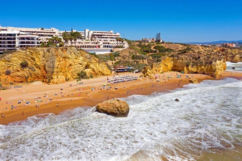 Vista aérea no Praia D 'Ana perto de Lagos em Portugal fotografia de stock