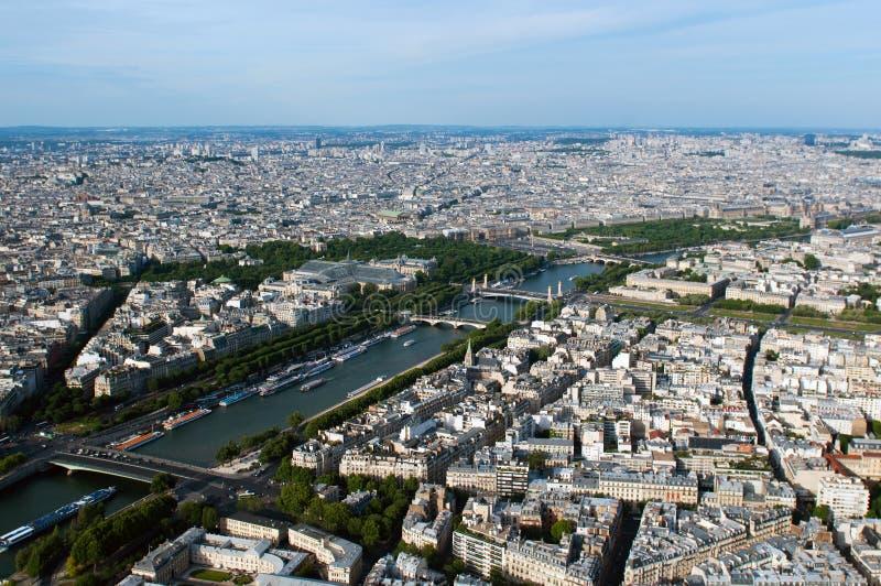 Vista aérea no rio Seine e Paris imagens de stock royalty free