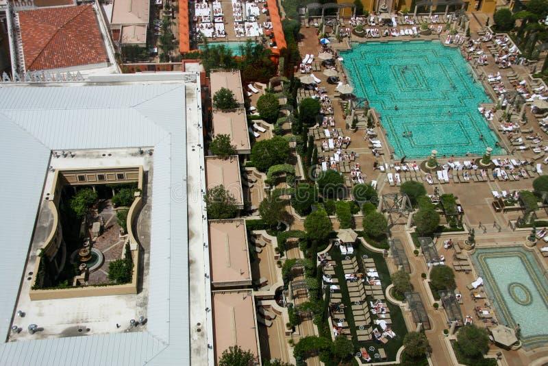 A vista aérea no telhado Venetian do hotel colocou a piscina imagem de stock royalty free