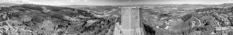Vista aérea panorámica asombrosa de Castiglione D'Orcia y surroun imagen de archivo libre de regalías
