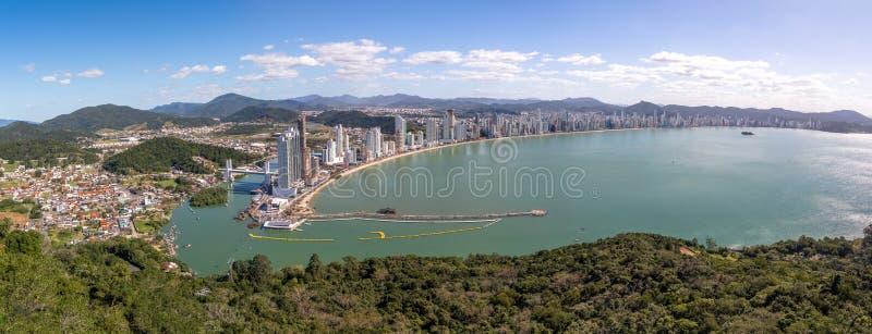 Vista aérea panorámica de la ciudad de Balneario Camboriu - Balneario Camboriu, Santa Catarina, el Brasil imagen de archivo libre de regalías