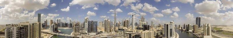 Vista aérea panorámica de los rascacielos céntricos de Dubai, UAE imagen de archivo libre de regalías