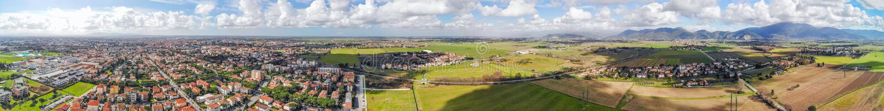 Vista aérea panorámica del campo de Pisa y de la ciudad, Toscana - él fotos de archivo