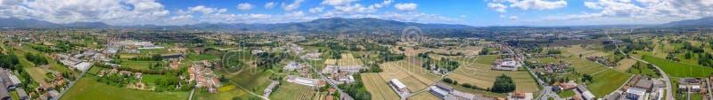 Vista aérea panorámica del campo hermoso de Toscana cerca de Lucc foto de archivo libre de regalías